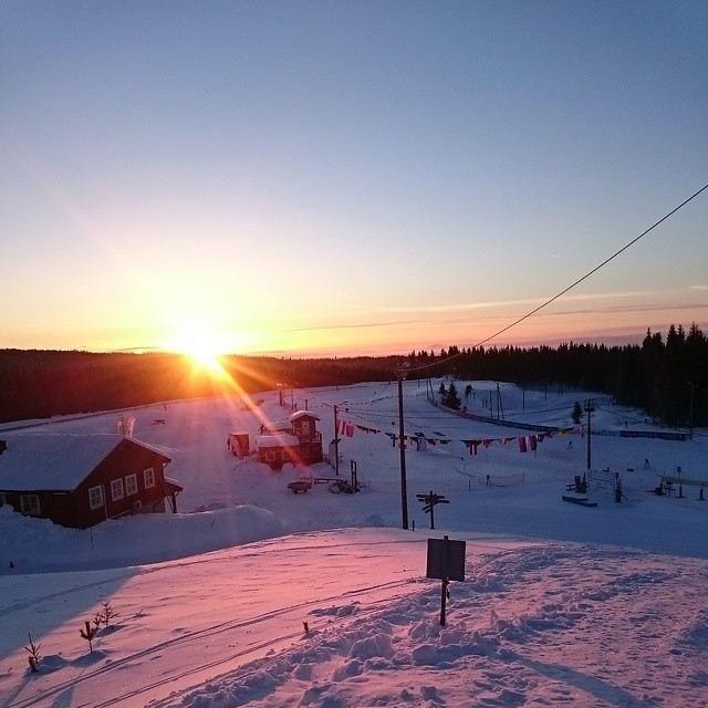 C:\Users\3168msk\Pictures\Skistadion i solnedgang.jpg