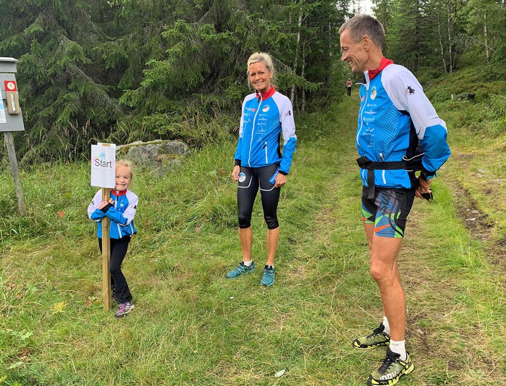 04 Mor Kari-Anne Veen og pappa Gunnar Eiterjord sørget for god gjennomkjøring for Kamilla.jpg