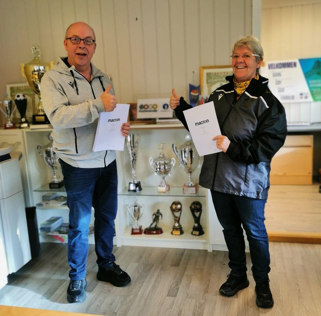 Signering av avtalen. Nasjonal salgsleder, Orvar Methlie, og vår styreleder, Tove Eggen Lien.