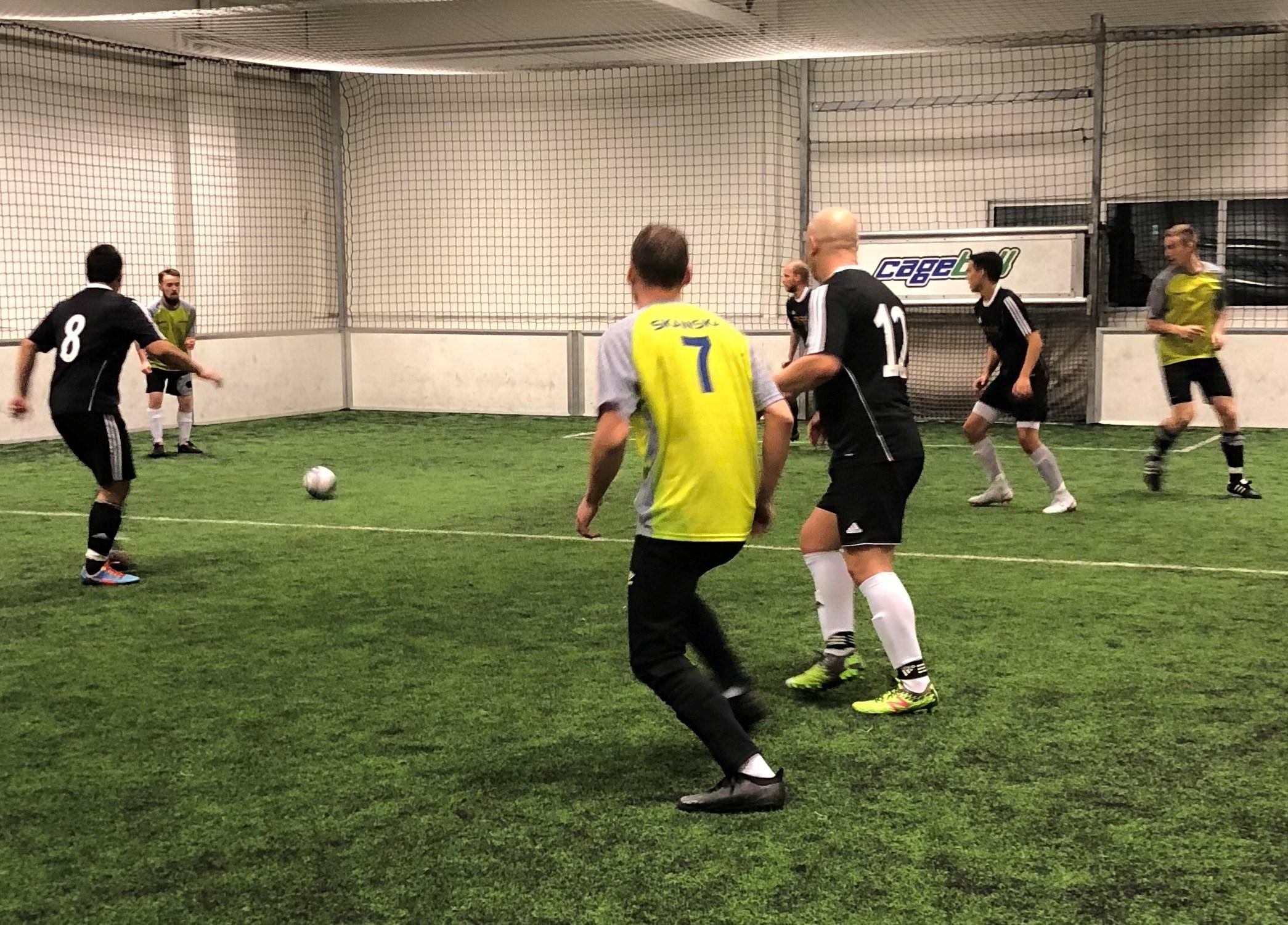 Et bilde som inneholder gress, fotball, leker, ballAutomatisk generert beskrivelse