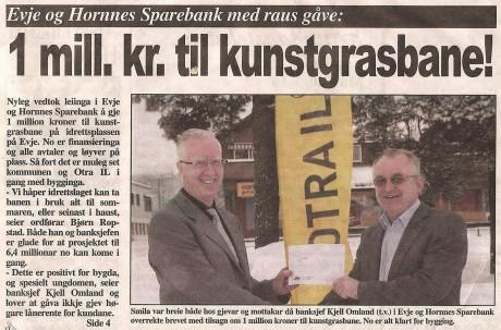 Forside i Setesdølen om gave til kunstgressbanen fra Evje og Hornnes Sparebank