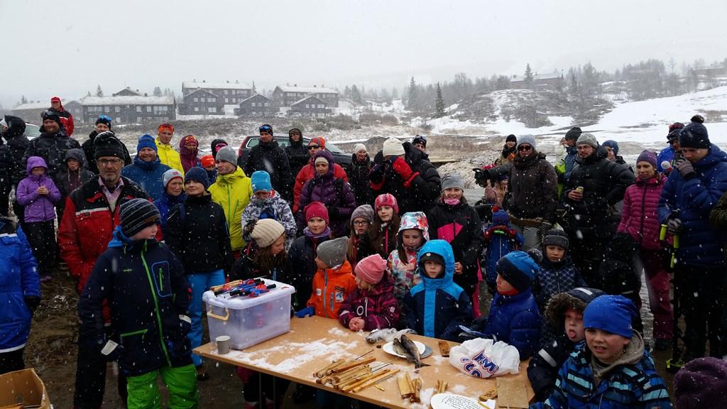 Det var rekorddeltakelse på Vasetpilken 2017. Her under innveiing av fisken.