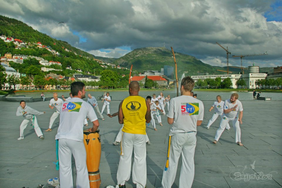 Image of Capoeira dancers in white clothes, on a dance practice outside